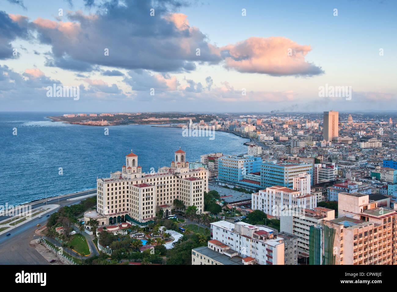 Havanna. Kuba. Blick über Havanna von Vedado in Richtung Centro und die Altstadt von Havanna. Das Hotel Nacional Stockbild