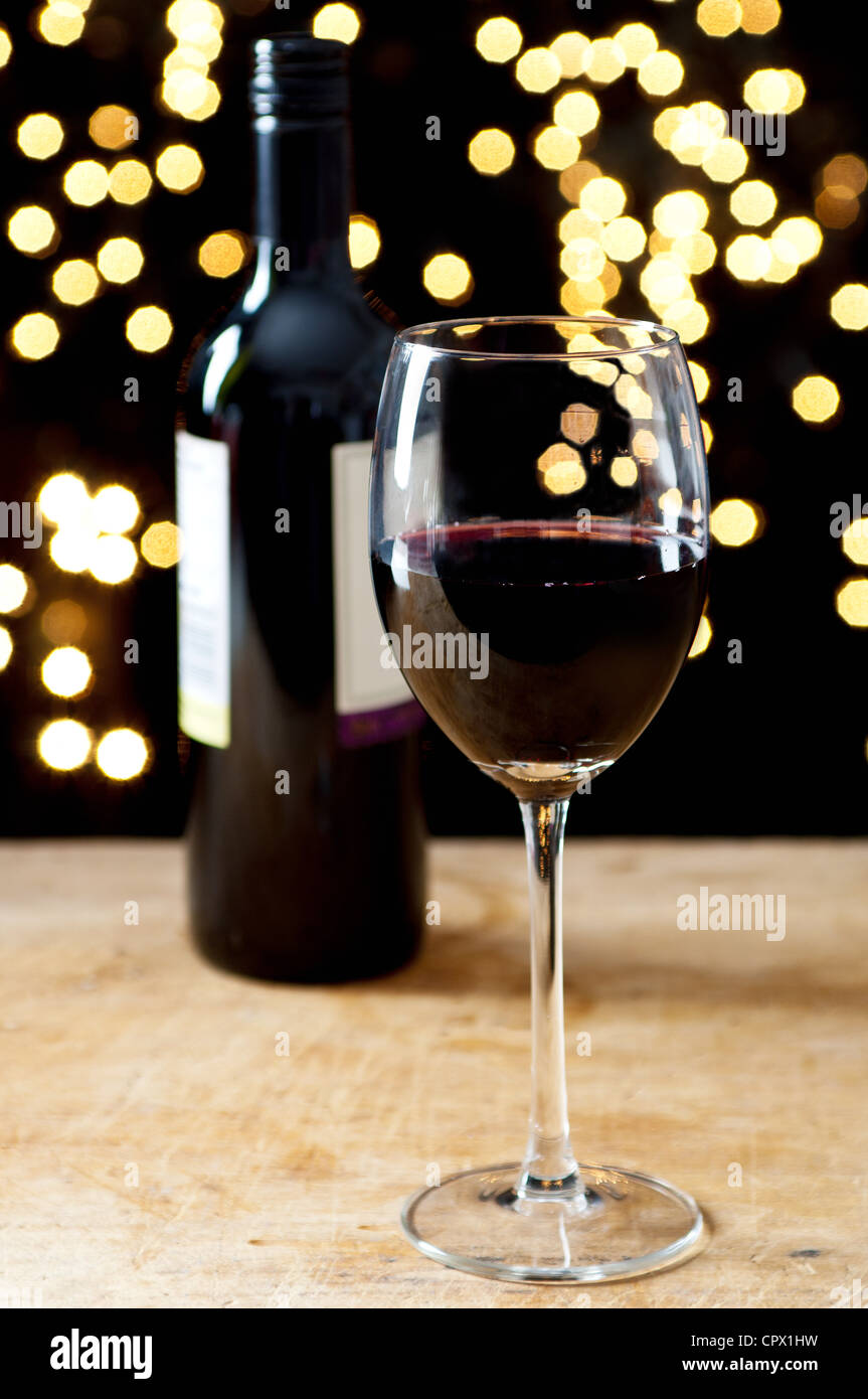 wine glass and lights stockfotos wine glass and lights bilder alamy. Black Bedroom Furniture Sets. Home Design Ideas