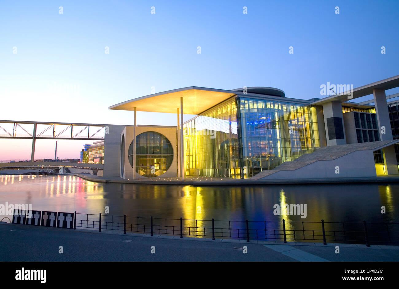 Band des Bundes ministeriellen Büros an den Ufern der Spree, Berlin, Deutschland Stockbild