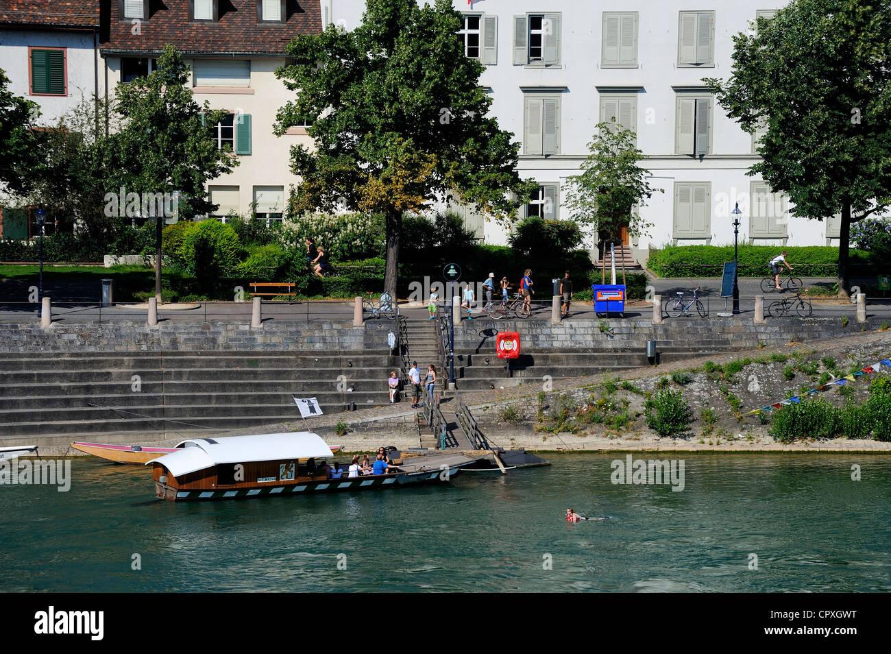 Schweiz, Kanton Basel-Stadt, Basel, einer der kleinen Fähre benutzt, um den Rhein überqueren Stockbild