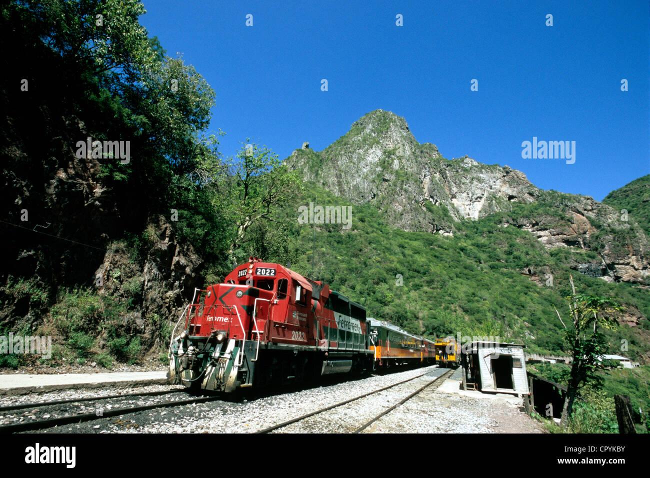Mexiko, Chihuahua Zustand, im Herzen der Sierra Madre, Ankunft von El Chepe Zug am Bahnhof von Temoris Stockbild
