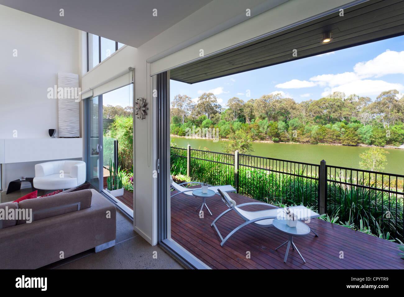 Moderne Australische Wohnzimmer Mit Blick Auf Den Fluss