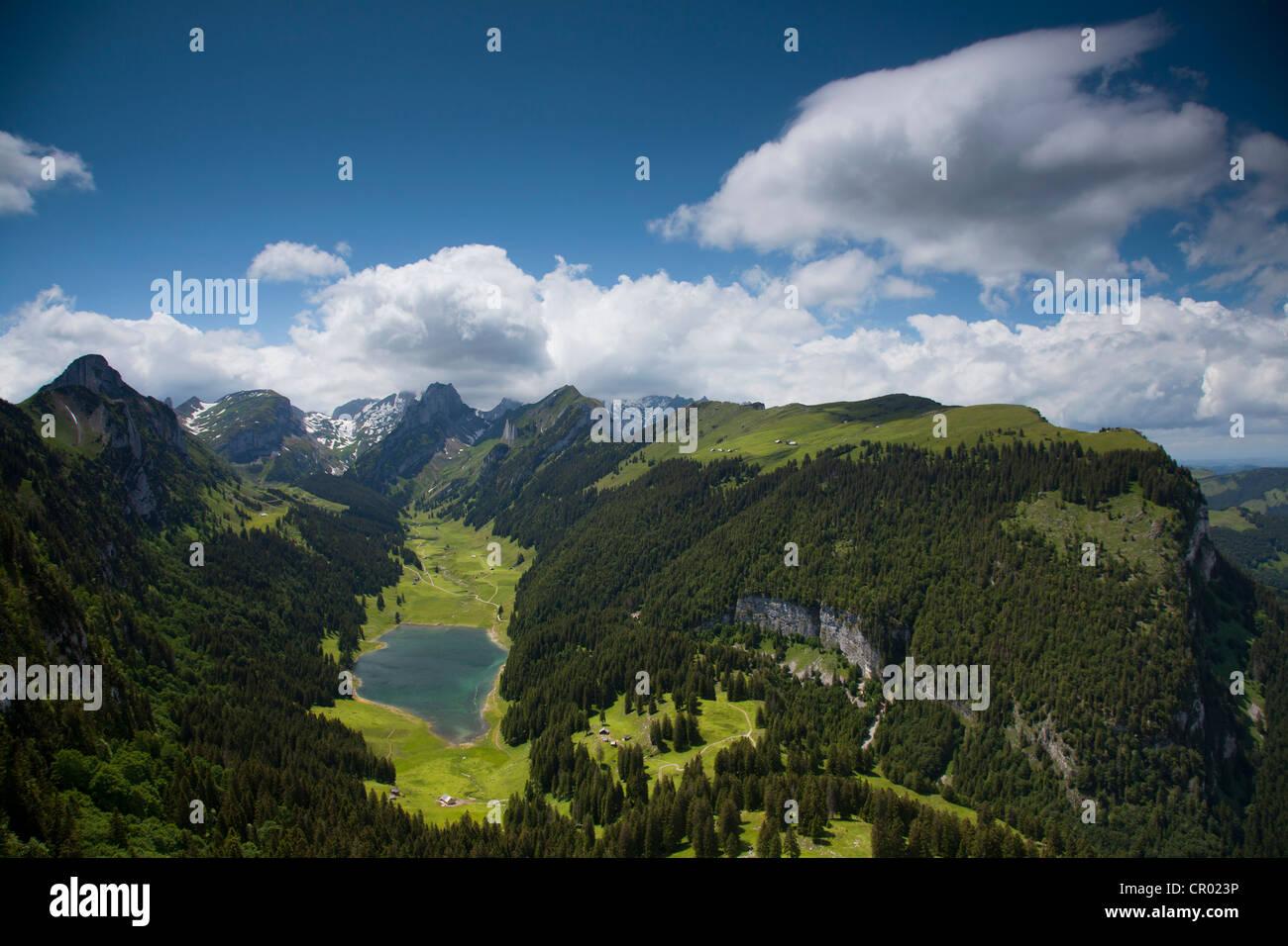 Abend Stimmung in den Alpsteingebirge Bergen, Blick vom Mt. Säntis mit Mt. Altmann, Appenzellerland, Alpen, Stockbild