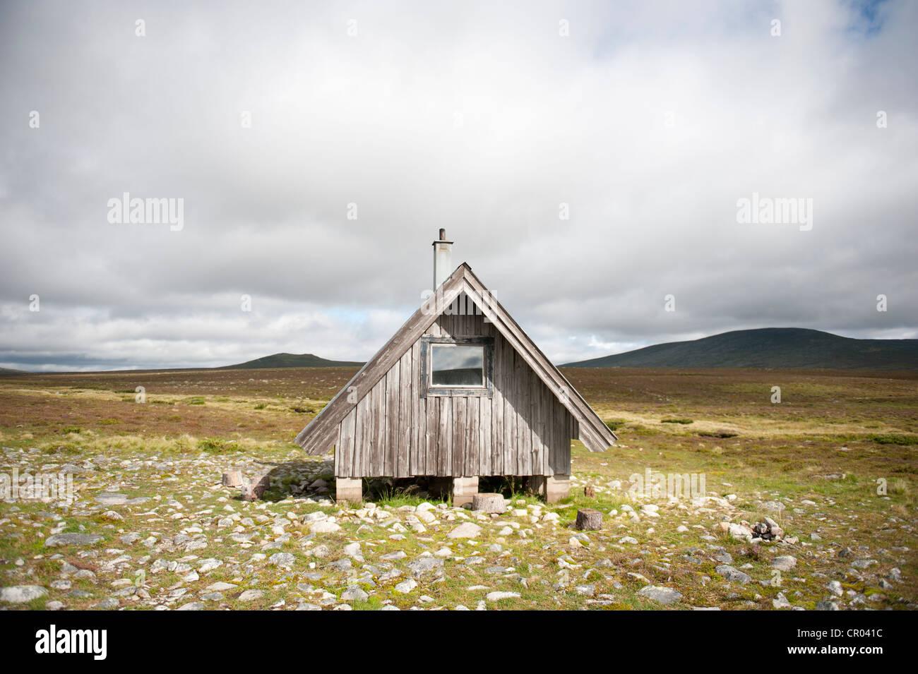 Holzhütte auf einem baumlosen Plateau, Fjaell, Oskarsstugan in der Nähe von Groevelsjoen, Dalarna Provinz, Stockbild