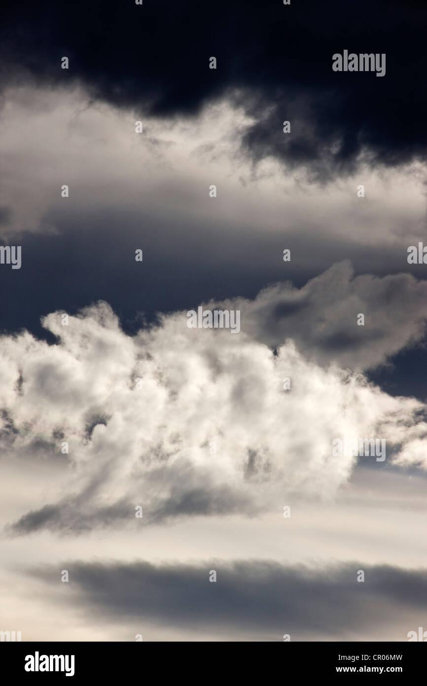 Ungewöhnliche Wolkenformationen in Colorado am späten Nachmittag des die ringförmige Sonnenfinsternis. Stockbild