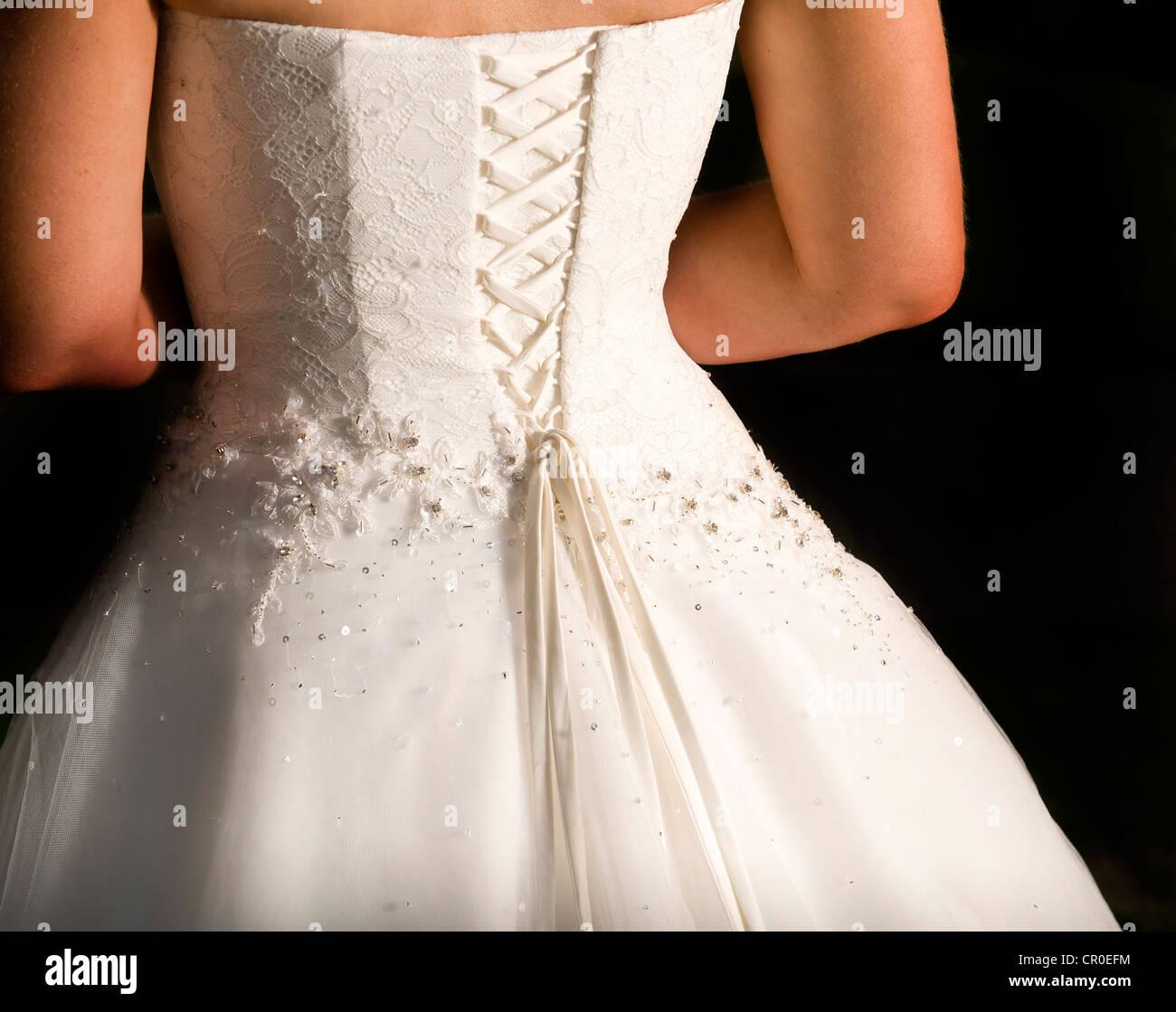 Rückseite des Bräute elfenbein-/cremefarbene Brautkleid mit Korsett ...