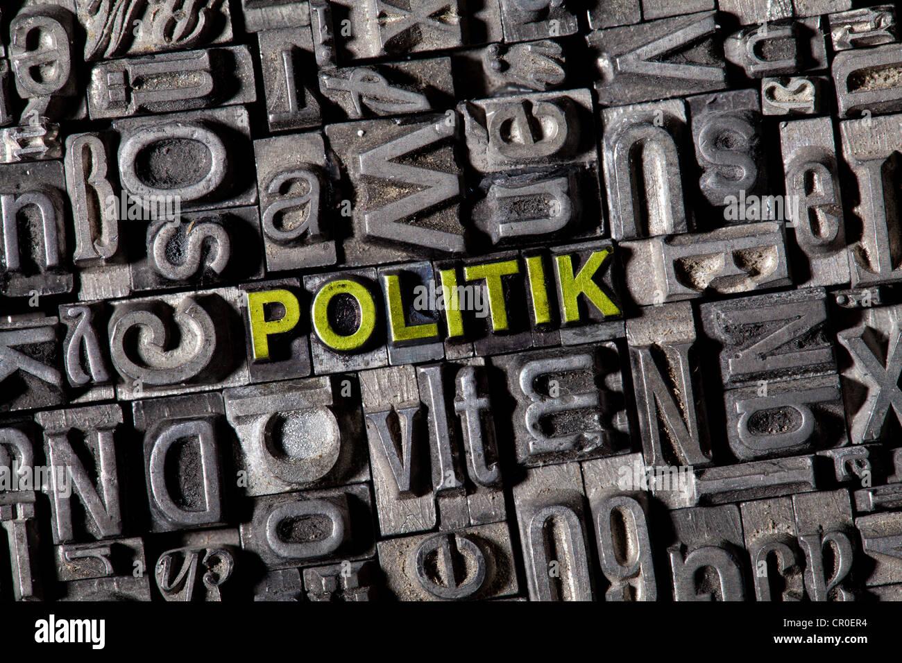 Alten führen Buchstaben bilden das Wort Politik, deutsche Politik Stockbild