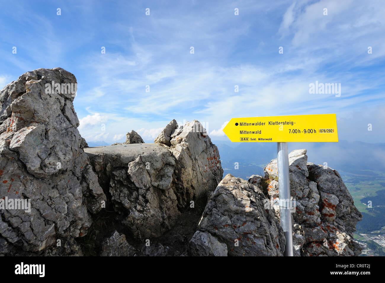Klettersteig Near Munich : Wegweiser zu den mittenwalder klettersteig karwendel gebirge in der