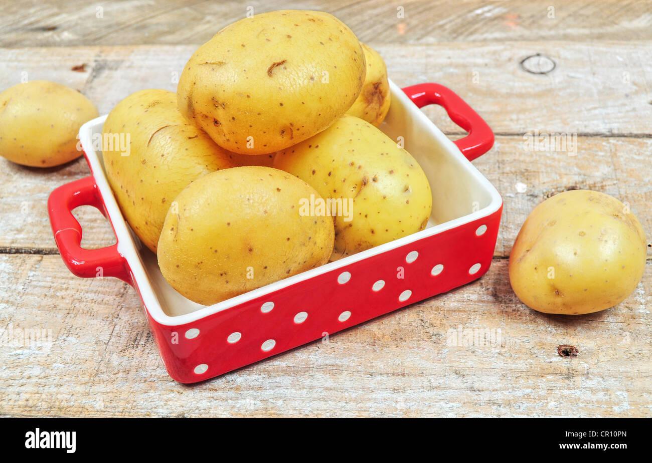 Kartoffeln Schälen Stockfotos Kartoffeln Schälen Bilder Alamy