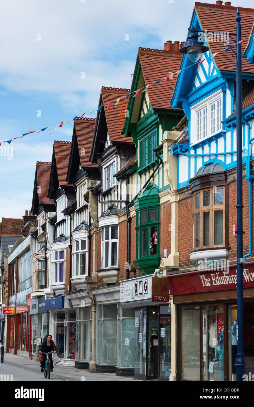 Britische Fußgängerzone Einkaufsstraße Vorderseite Porträt Ansicht Szene England Großbritannien Stockbild