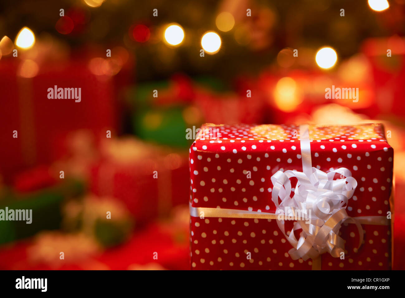 Nahaufnahme von Weihnachtsgeschenk Stockbild