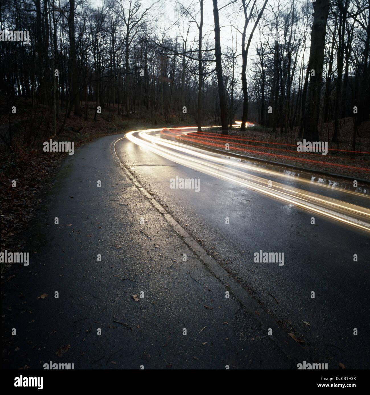 Zeitansicht Ablauf des Verkehrs auf Landstraße Stockbild