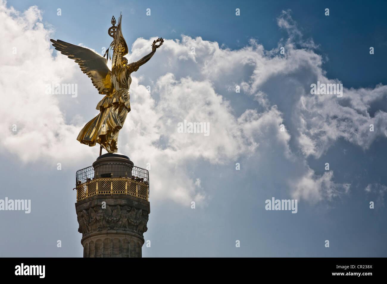 Reich verzierte Turm gegen blauen Himmel Stockbild