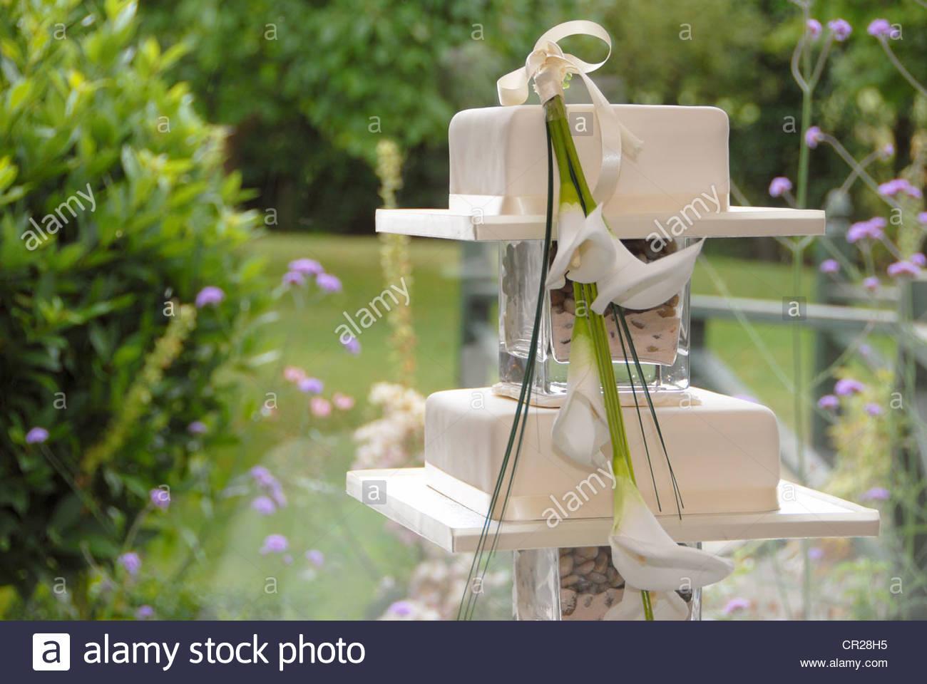Hochzeitstorte 3 Stufe Mit Calla Lilie Stockfoto Bild 48608481 Alamy