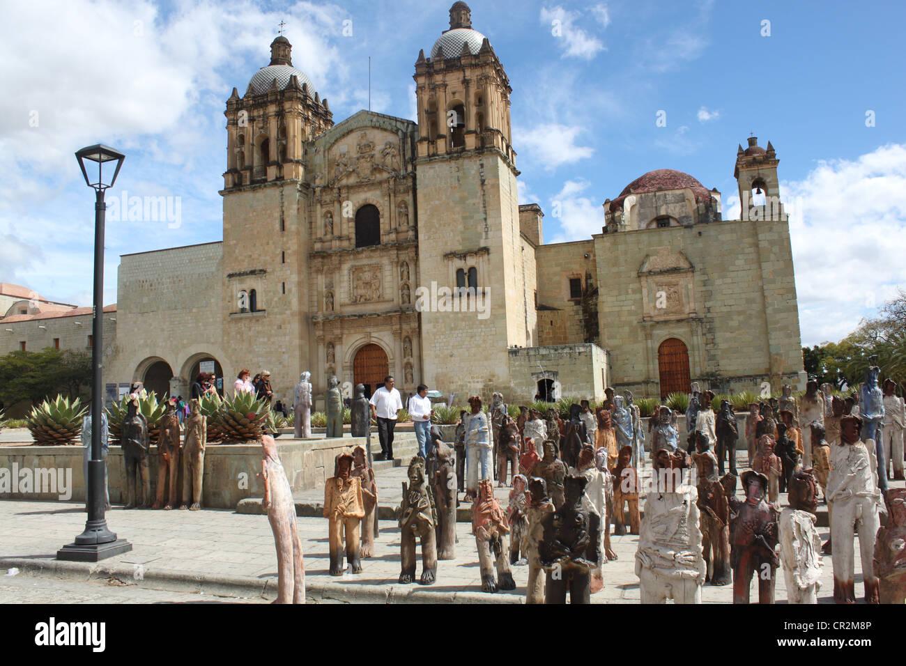 Oaxaca Stadt Santo Domingo Kirche mit Kunstausstellung Modell davor zeigt mexikanischer Einwanderer in Lehm gemacht Stockbild
