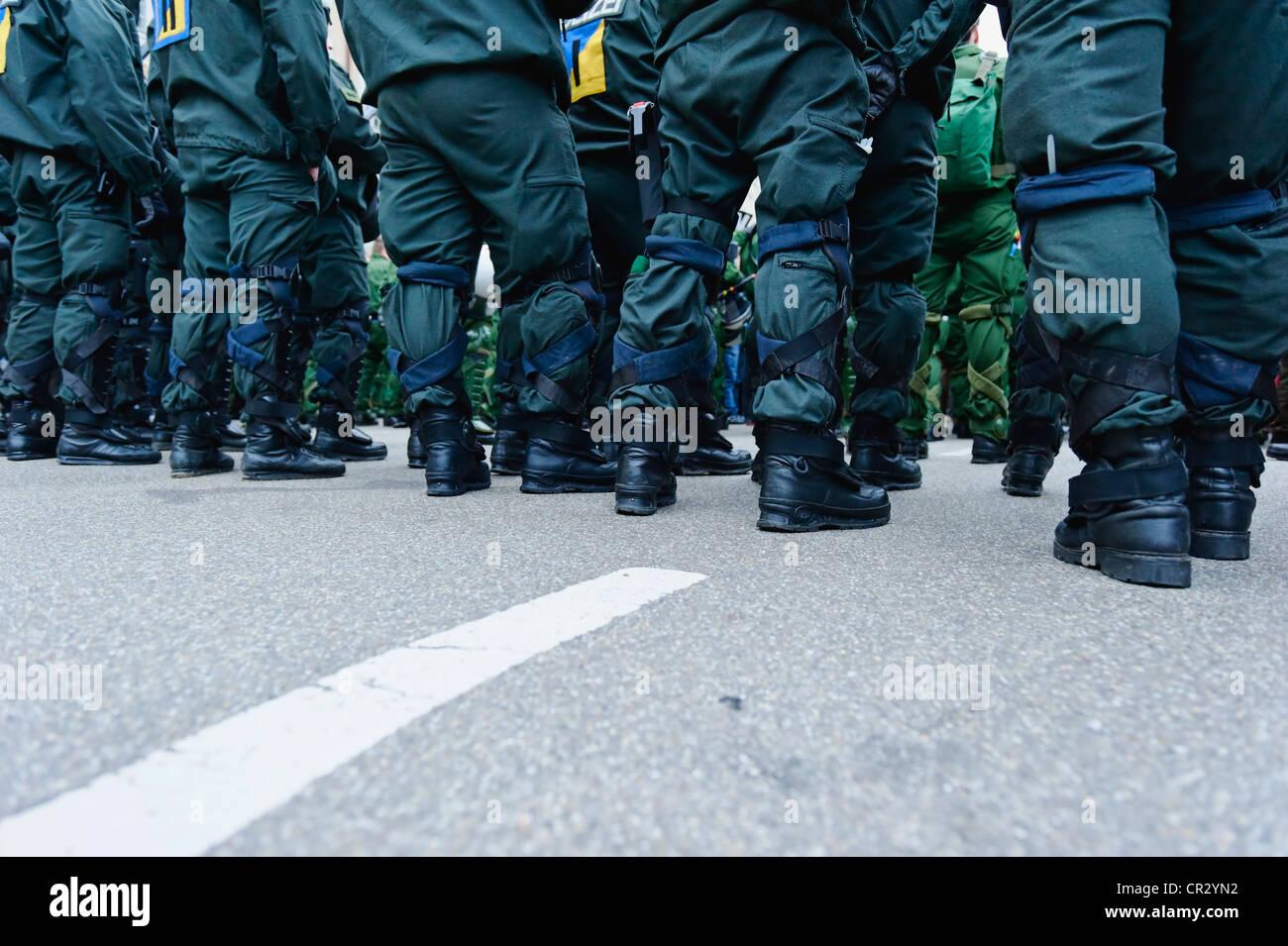 Massive Polizeipräsenz, Demonstration gegen den NATO-Gipfel im Jahr 2009, freiburg, baden-württemberg, Stockbild