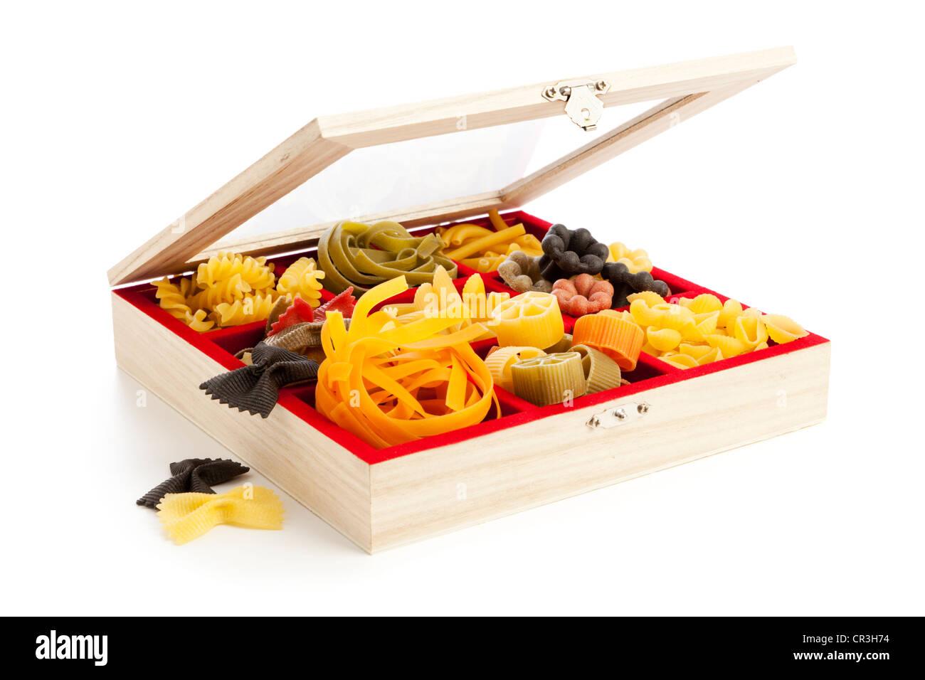 Sammlung von Pasta-Spezialitäten in Schmuck-box Stockbild