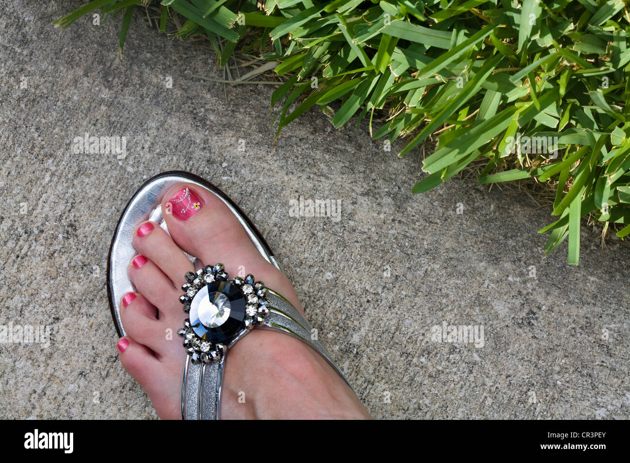 Flip Flop Sandals On Grass Stockfotos & Flip Flop Sandals On Grass ...