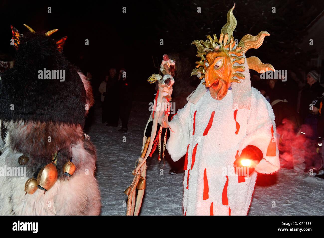 Perchtenlauf Volksfest mit Dämon Zeichen in Bad Heilbrunn, Oberbayern, Deutschland, Europa Stockbild