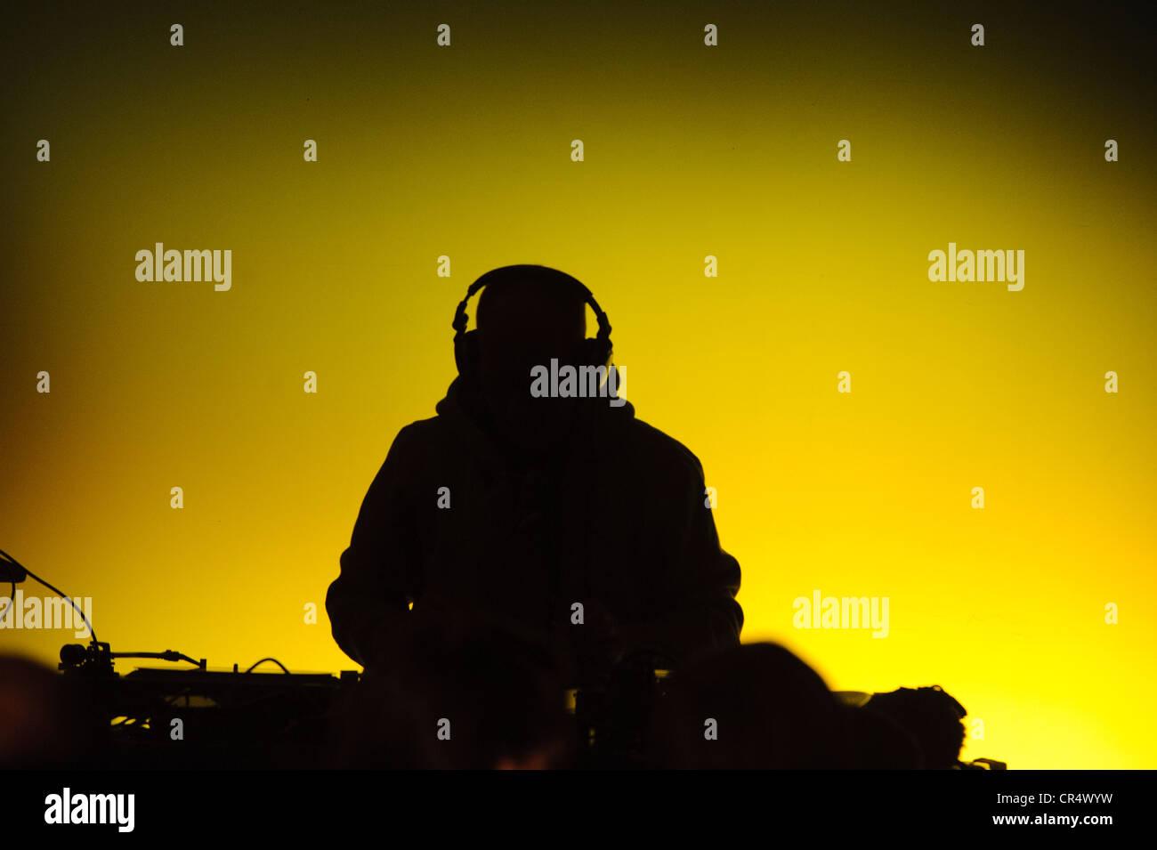 DJ auf einer sound-Mixer Konsole, Wasserburg Leuchtet Lichter zeigen, Wasserburg am Inn, Upper Bavaria, Bavaria, Stockbild