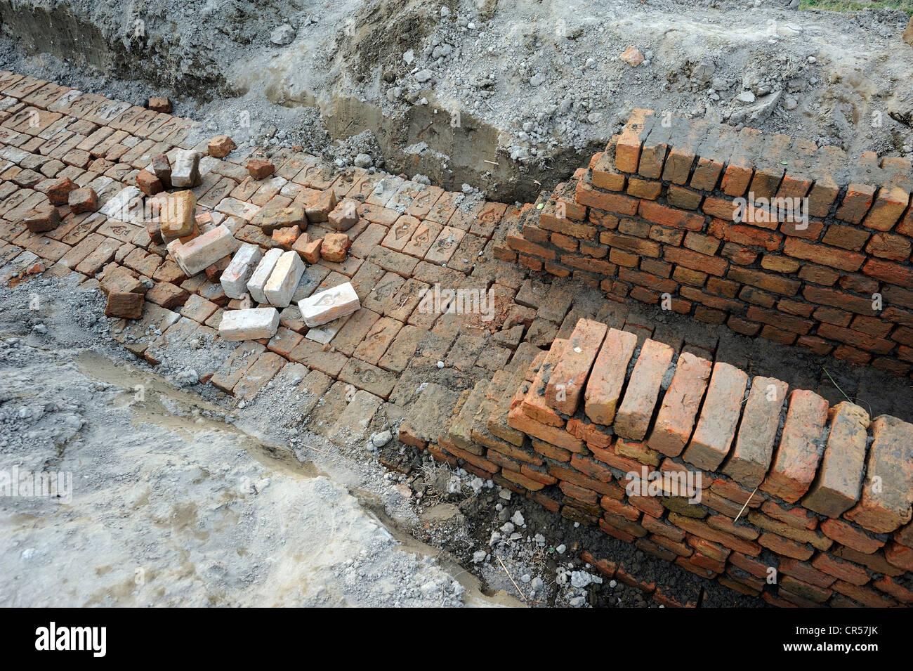 Ziegel, Baustelle des einen Bewässerungskanal, Basti Lehar Walla Dorf, Punjab, Pakistan, Asien Stockfoto