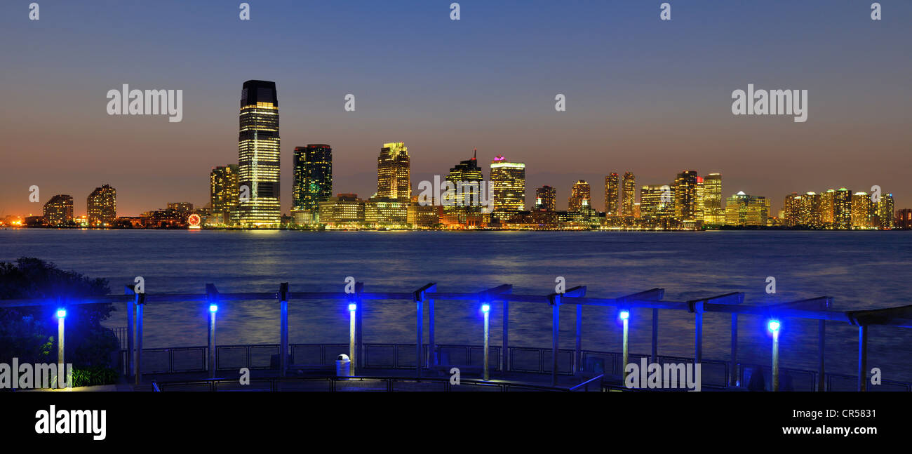 Blick auf Exchange Place in Jersey City, New Jersey, USA. Stockbild