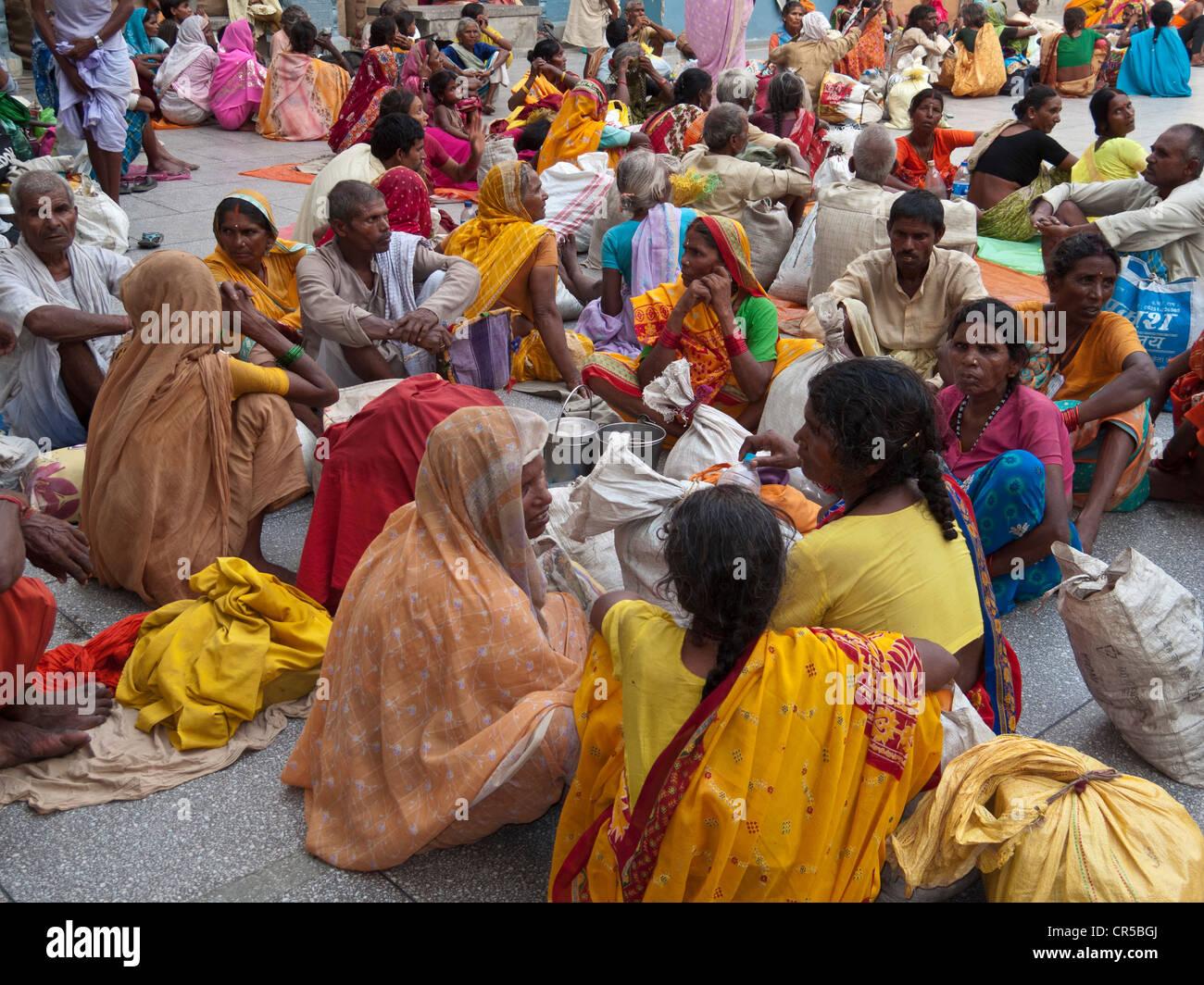 Pilger aus allen verschiedenen Religionen sind willkommen bei den goldenen Tempel, Amritsar, Punjab, Indien, Asien Stockbild