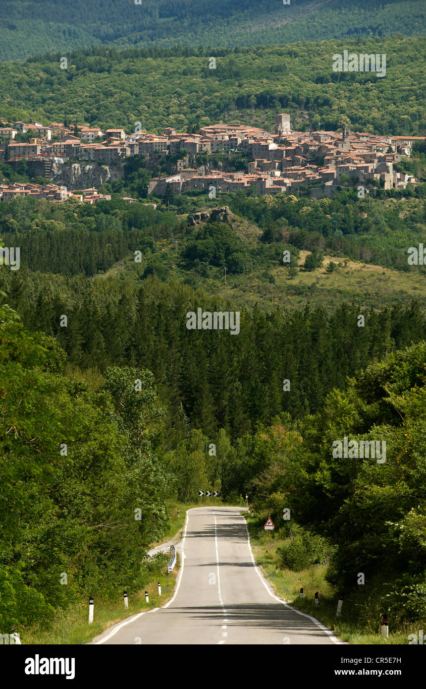 Italien, Toskana, in der Nähe von Chiusi, Monte Amiata, Straße nach Santa Fiora Stockfoto