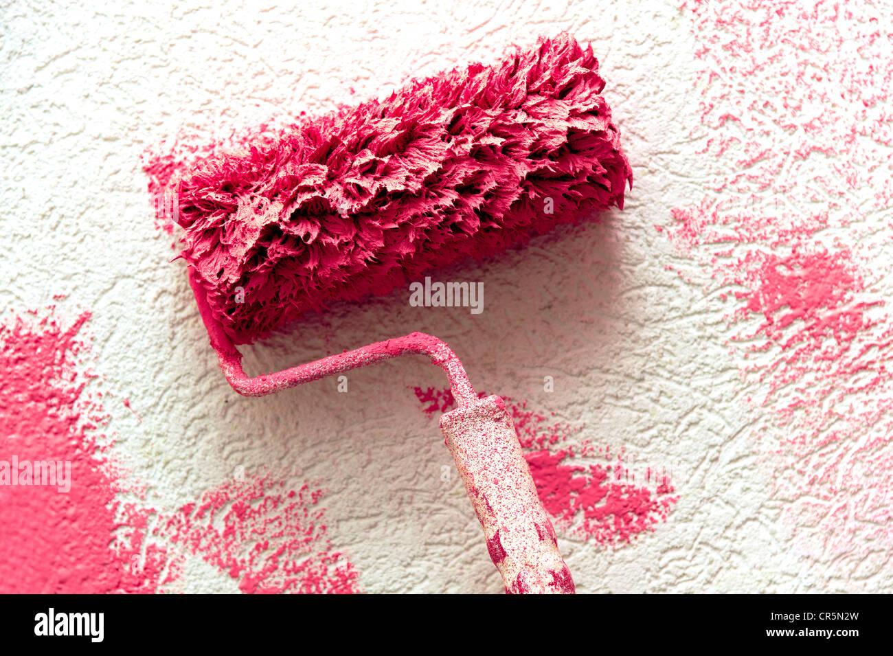 Farbroller Mit Rosa Farbe Auf Eine Weiße Wand Stockfoto Bild