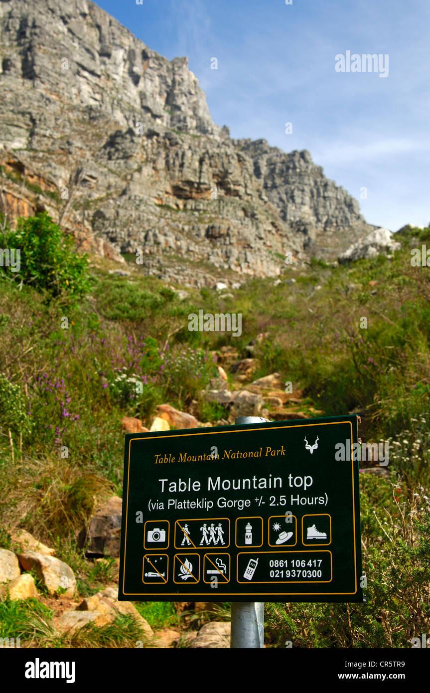 Beratung für den Aufstieg an die Spitze des Tafelbergs über Platteklip Schlucht Hinweisschild Stockbild
