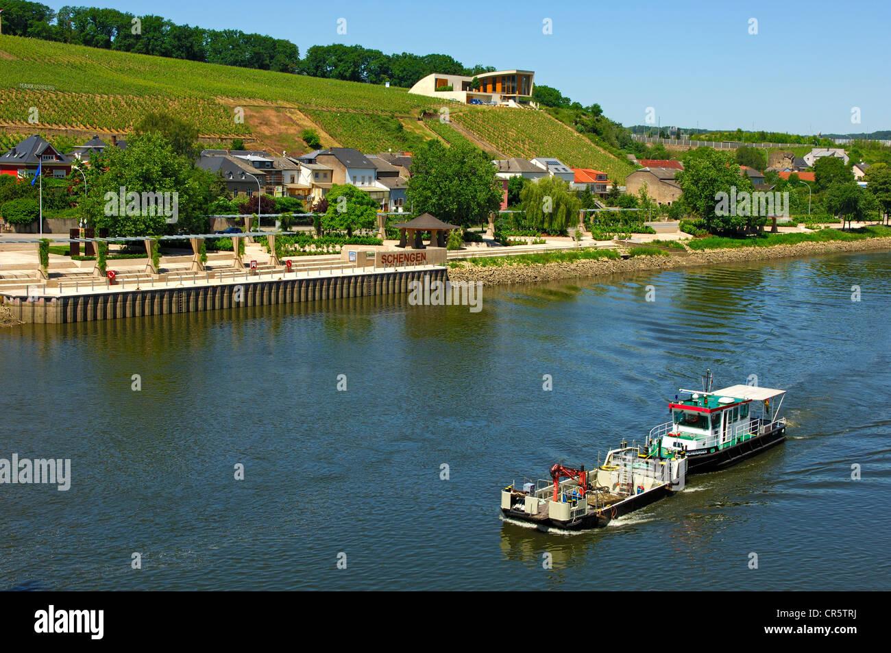 Mosel Mit Pier Und Weinberge, Schengen, Luxemburg, Europa