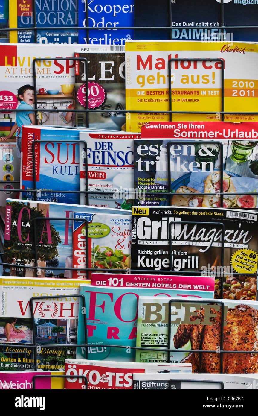 Deutschsprachige Zeitschriften zu verschiedenen Themen, Freizeit, wohnen, Kochen Stockbild