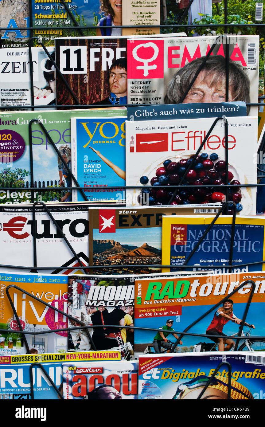 Deutschsprachige Zeitschriften zu verschiedenen Themen, Lifestyle, Geld, Hobby, Reisen Stockbild