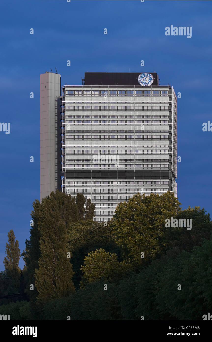 Langer Eugen Gebäude, UN Logo, Hauptquartier der UN-Organisationen in Bonn, Nordrhein-Westfalen, Deutschland, Stockbild