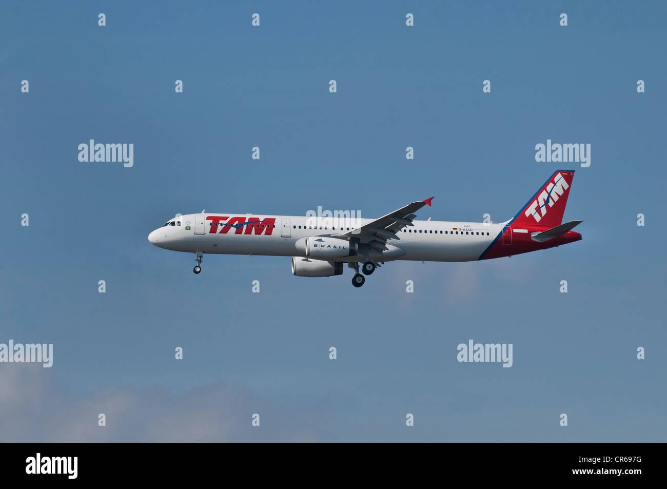 Brasiliens TAM Airlines Passagierflugzeug im Flug Stockbild