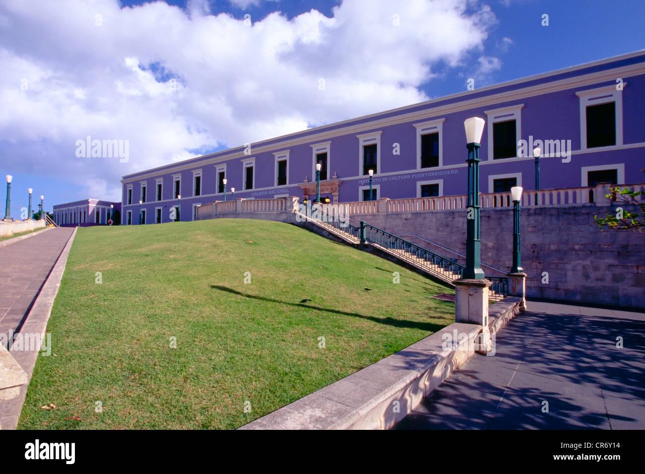 Niedrigen Winkel Ansicht des Institute of Puerto-ricanische Kultur, Old San Juan, Puerto Rico Stockbild