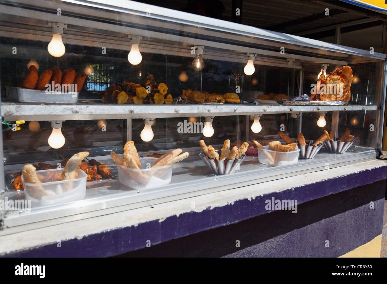 Alcapurria Gerichte Angezeigt In Einem Lebensmittel Kiosk Pinones