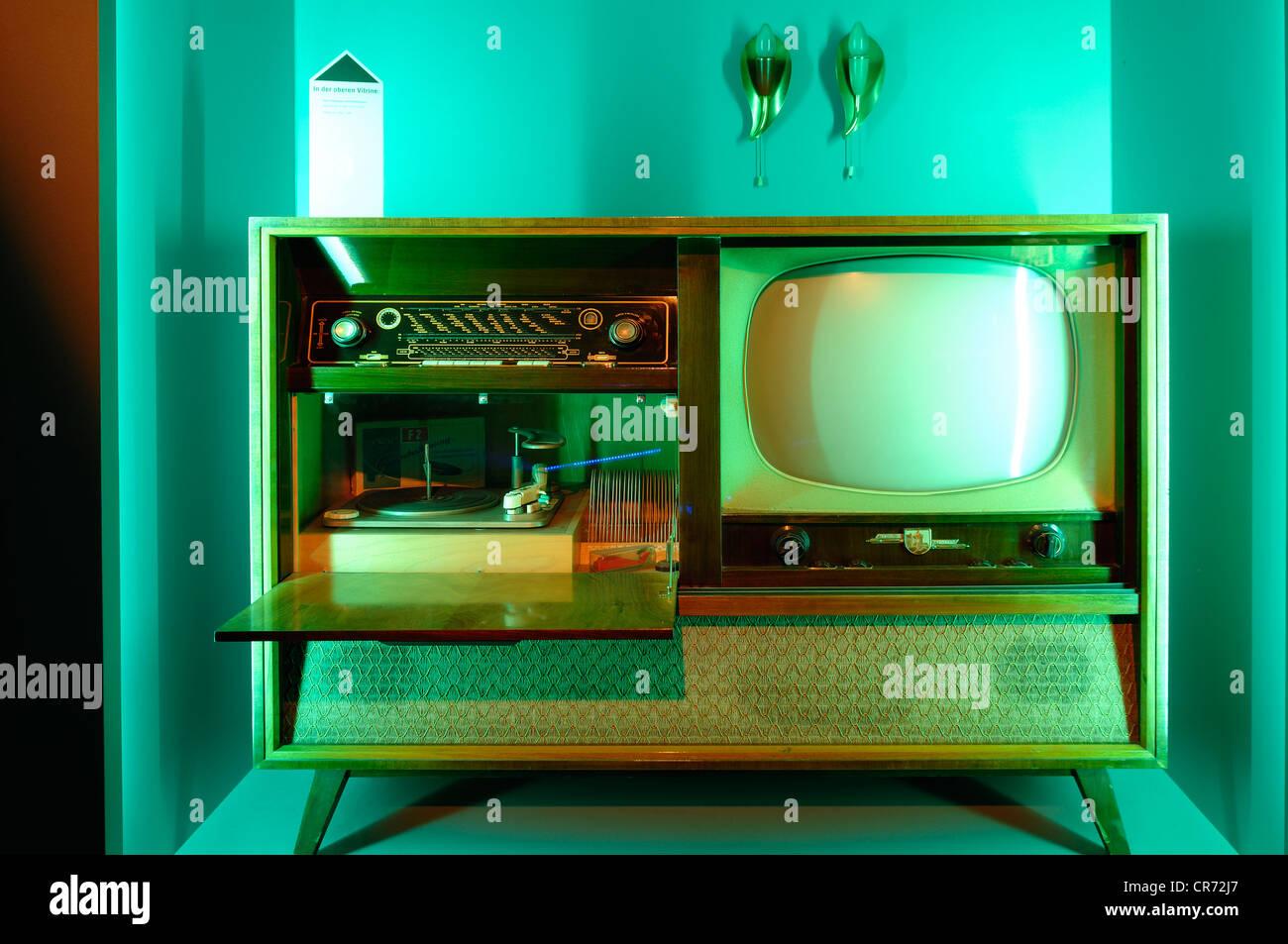 Musik und TV-Schrank von Te-Ka-De der 50er Jahre, Museum für Industriekultur, Aeussere Sulzbacher Straße Stockbild
