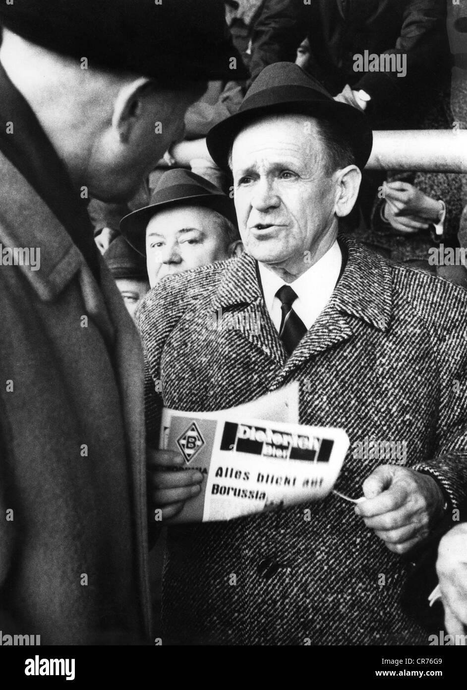 Herberger, Josef epp', 28.3.1897 - 28.4.1977, Deutscher Fußballspieler, auf das Spiel gegen Borussia Mönchengladbach Stockbild