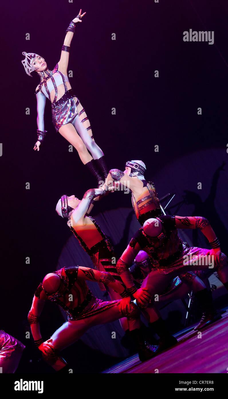 Dosov-Truppe, FlicFlac Weihnachtszirkus Premiere der Schrille Nacht, Eilige Nacht, Westfalia-Halle, Dortmund Stockbild