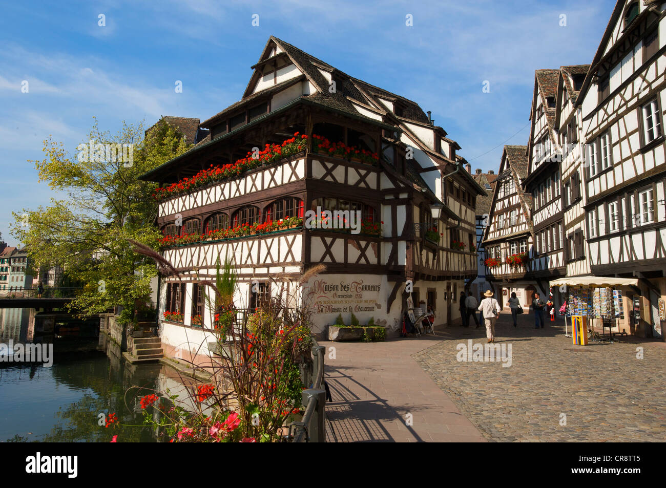 Restaurant exterior strasbourg france stockfotos for Cuisine maison france 5