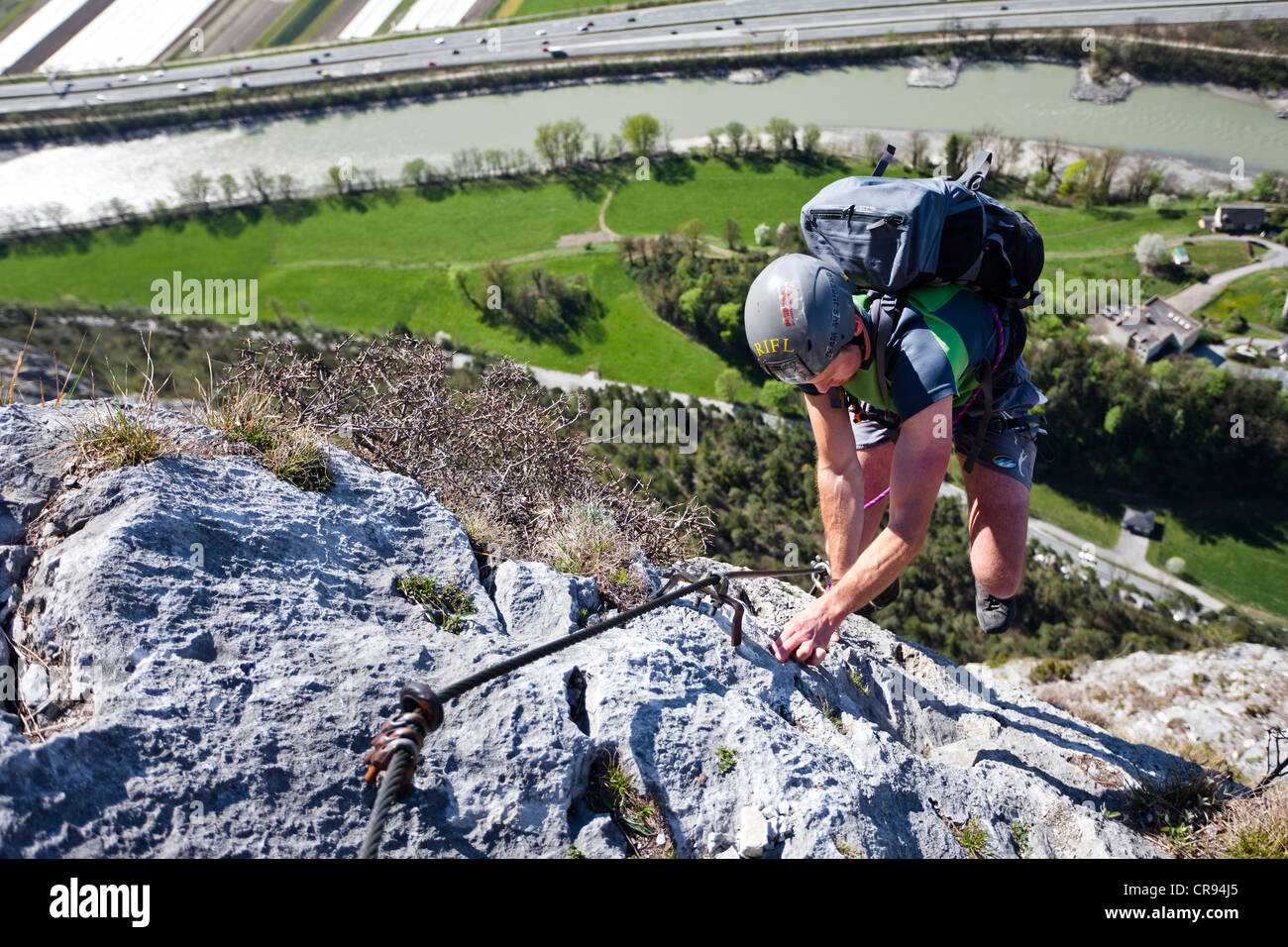 Kaiser Max Klettersteig : Kletterer bei der kaiser max klettersteig an martinswand