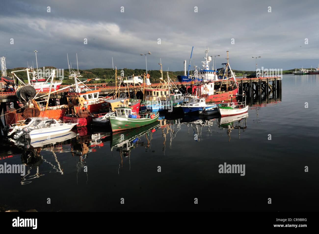 Fischerboote im Hafen von Killbegs, Donegal, Irland, Europa Stockbild