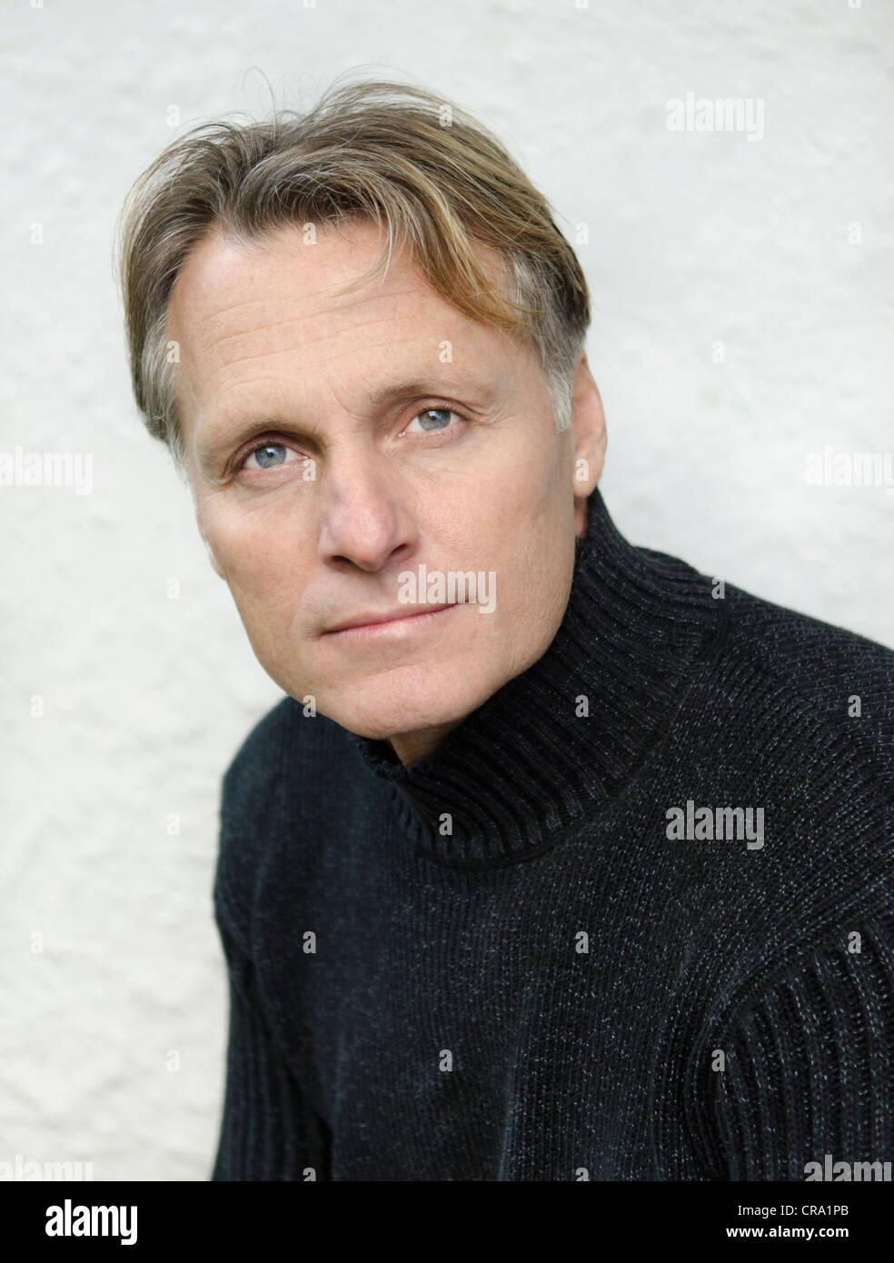 Ein Porträt Von Einem Skandinavischen Reifer Mann In Den Vierzigern
