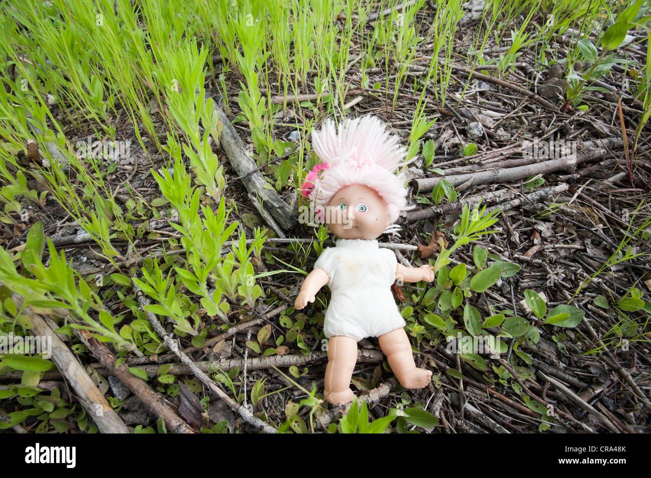 verlorene Puppe auf Boden Stockbild