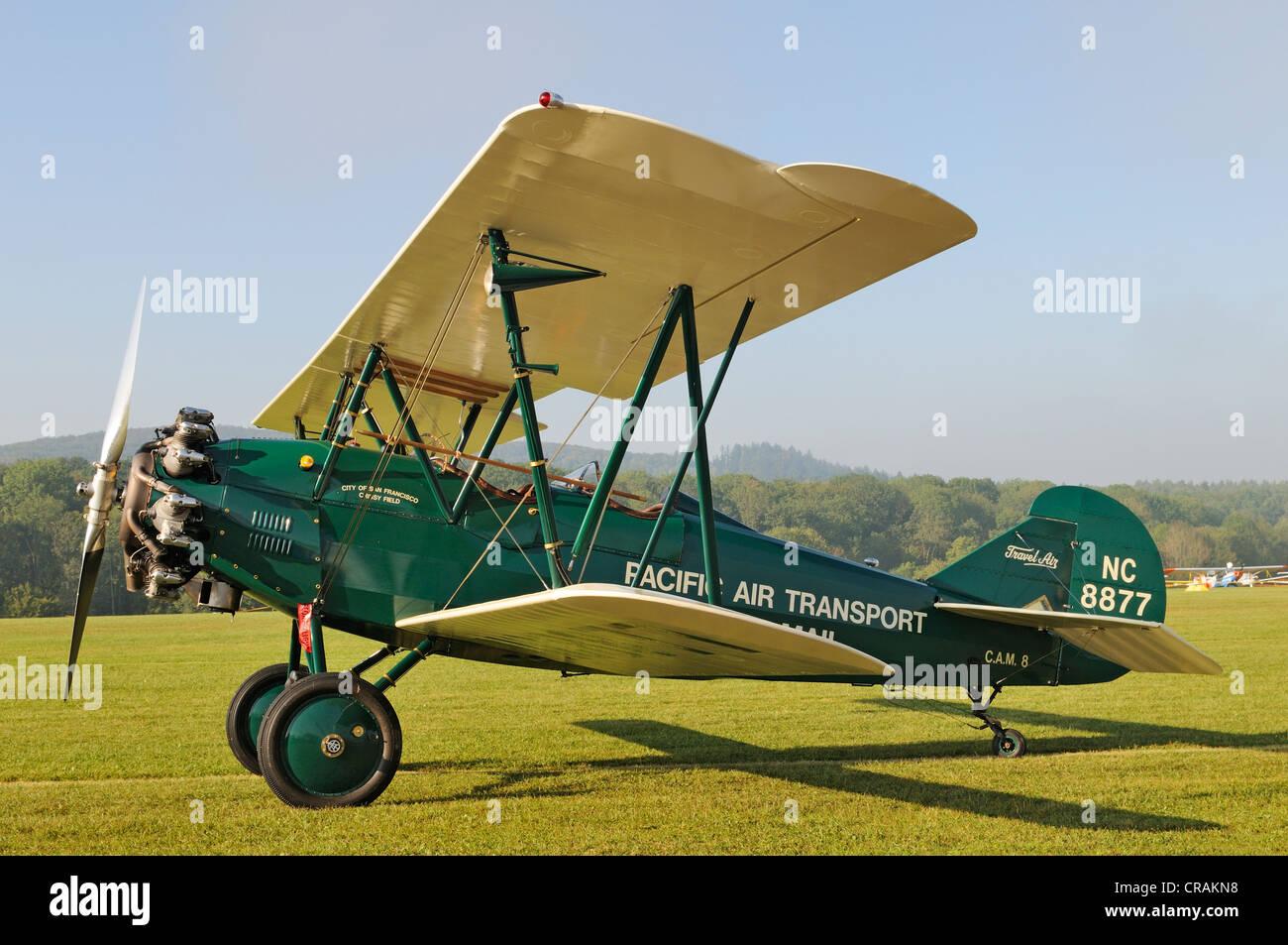 US-amerikanische Doppeldecker Curtiss Wright Travel Air 4000, Europa der größte Treffpunkt der Oldtimer Stockbild