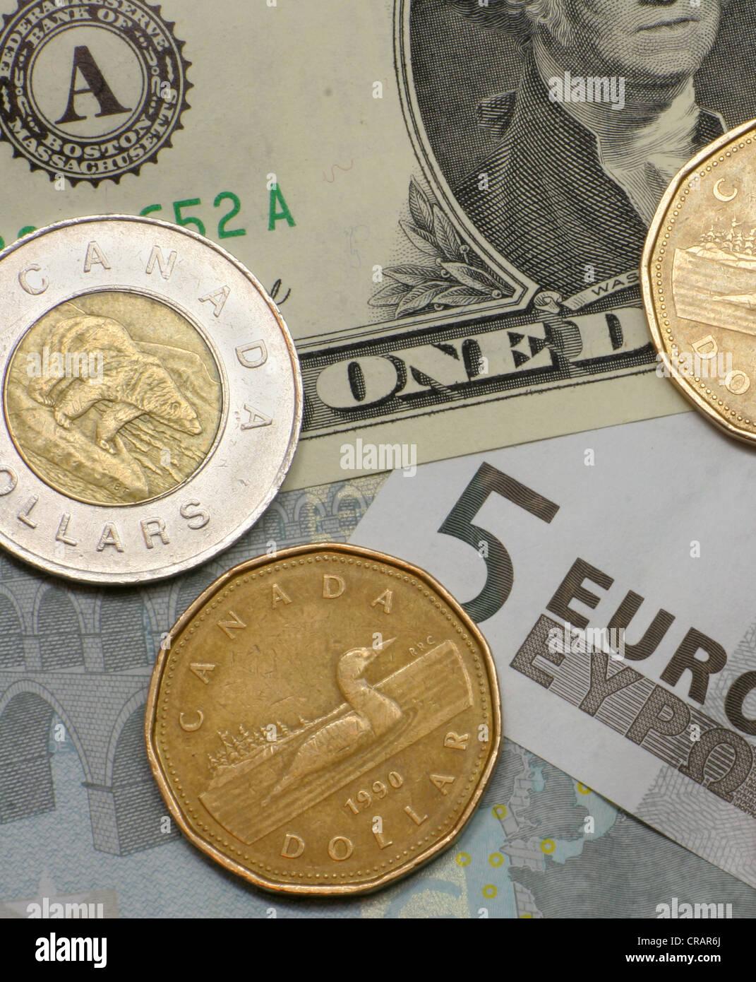 Kanadischer Dollar Münzen Mit Euro Und Us Dollar Stockfoto Bild