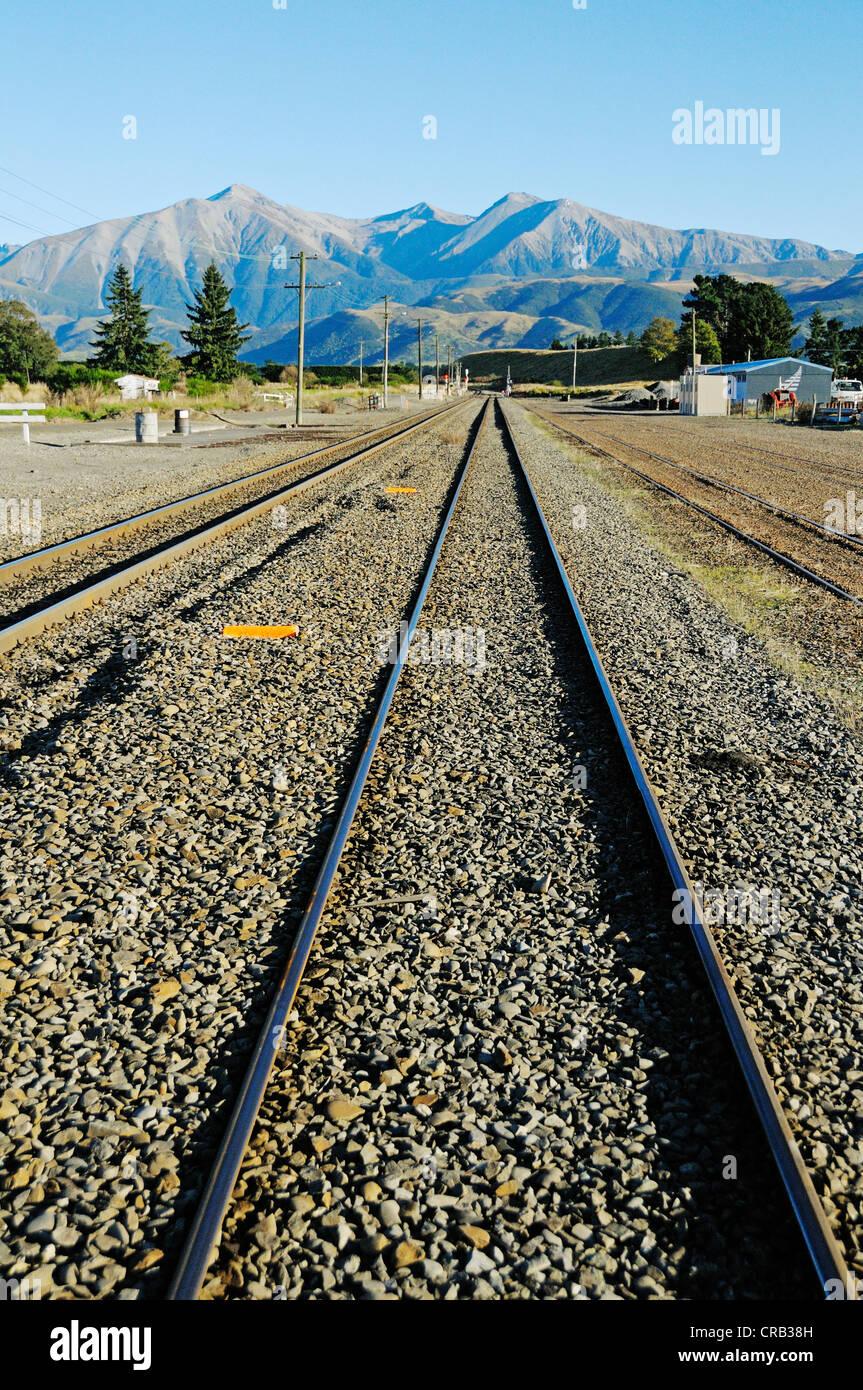 Schienen der Bahn Linie TranzAlpine, Trans Alpine von Kiwi Rail, ausgeführt durch die Südalpen zwischen Stockbild