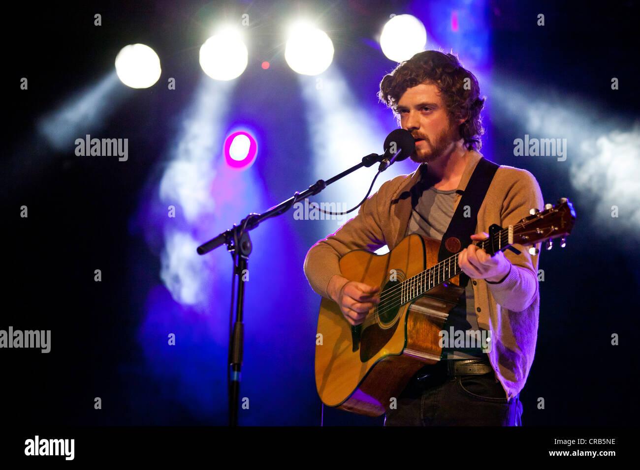 John Herbert aus der britischen alternative-Pop und Rock band Goldheart Assembly, die live im Konzertsaal Schueuer Stockbild