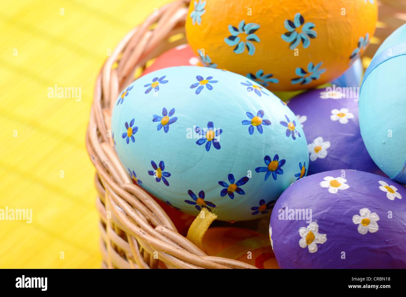 ostern korb dekoriert mit eier stockfoto bild 48815796. Black Bedroom Furniture Sets. Home Design Ideas